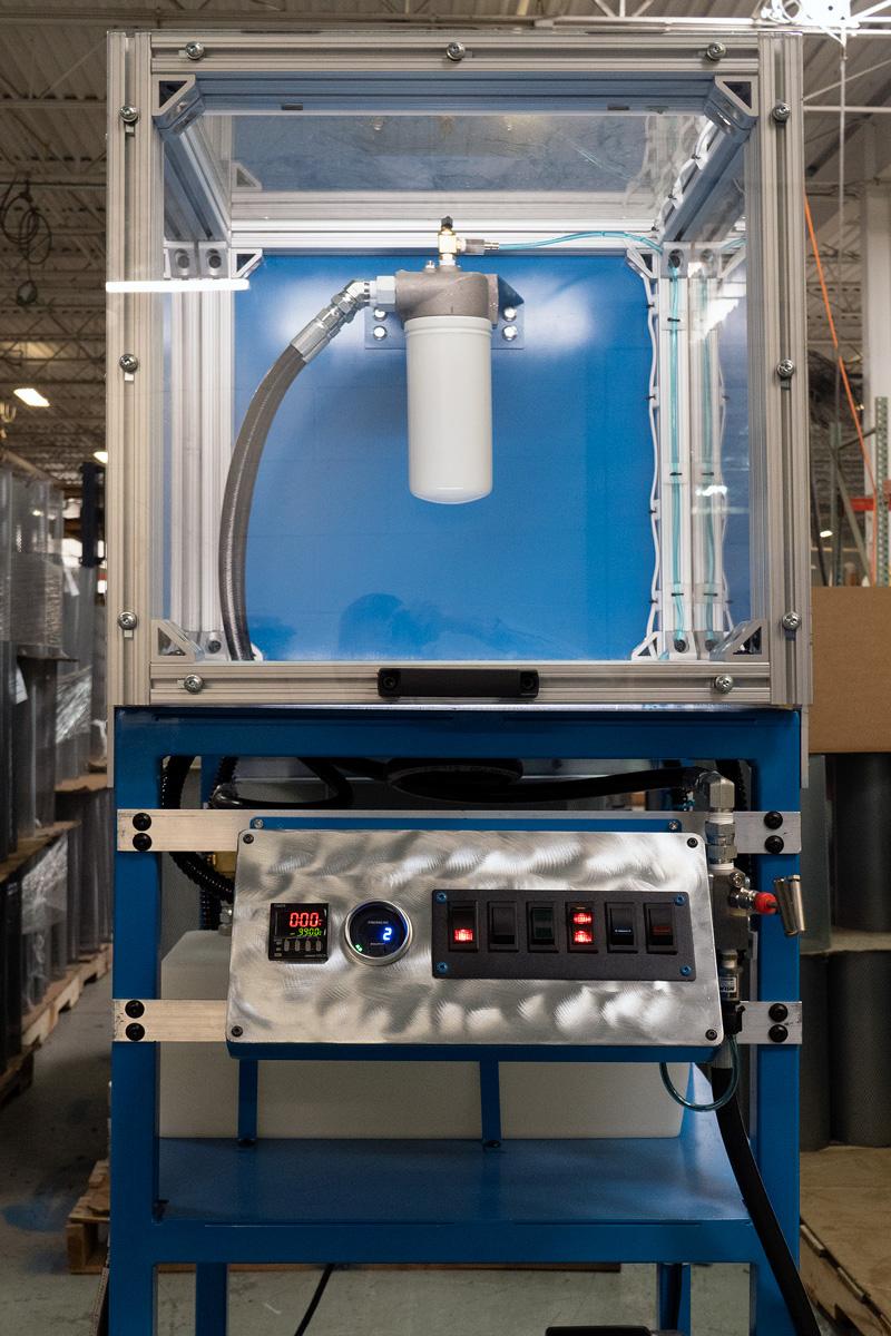 Testing oil filters under pressure
